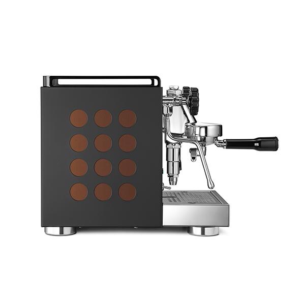 APPARTAMENTO-coffee-machine-black-copper-side